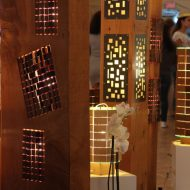 lampion poutre & lampion monolithe au premier plan.